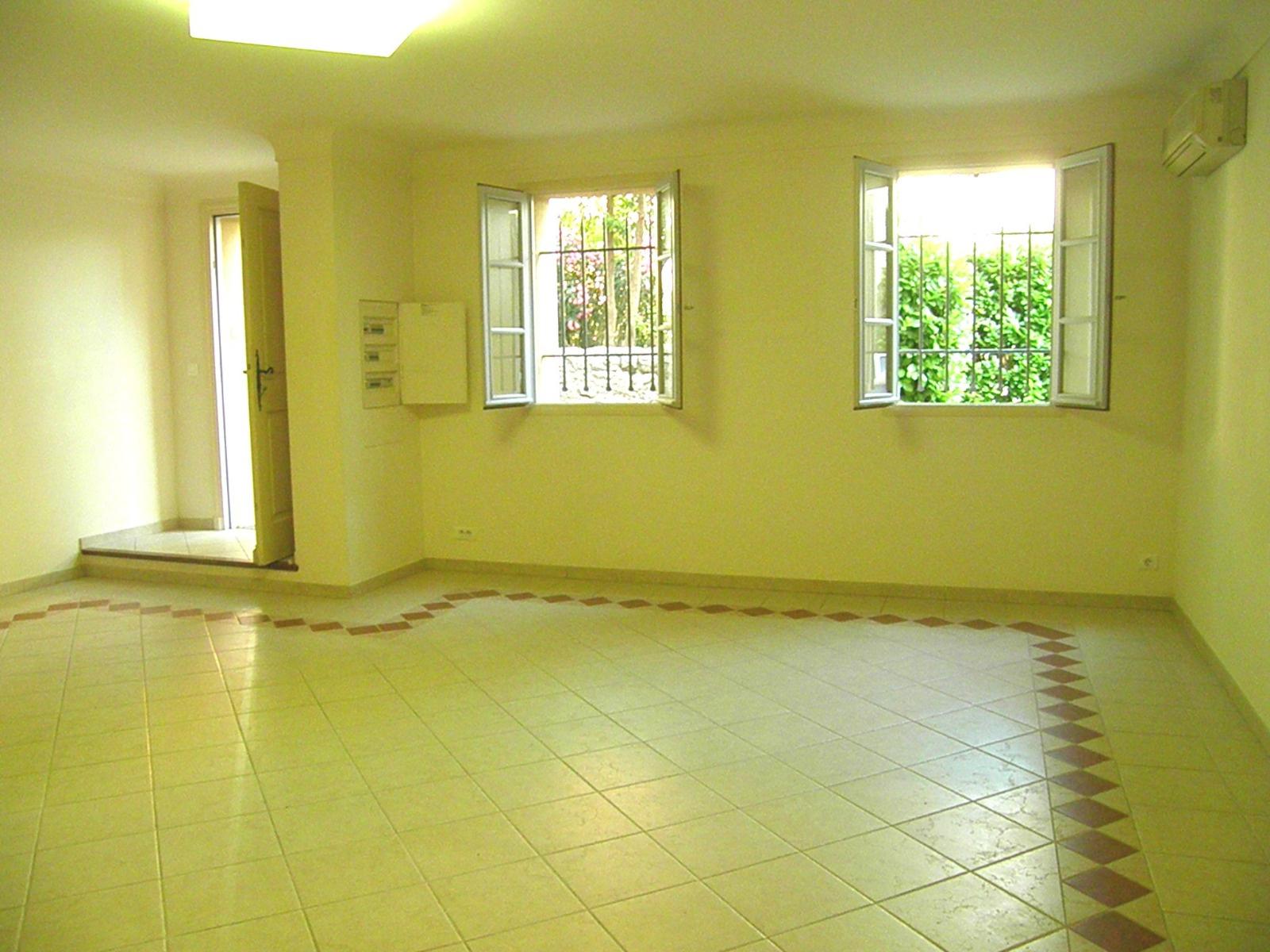Location Immobilier Professionnel Local professionnel Le Bar-sur-Loup (06620)